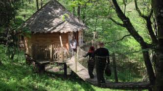 chambre d hotes dans les arbres thannenkirch des cabanes chambres d 39 hôtes dans les