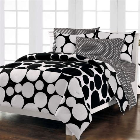 Black And White Bedding Set by Luxurious Black And White Comforters For Your Bedroom