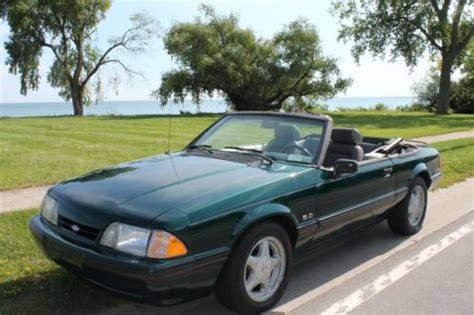 sell  ford mustang lx convertible  door  green