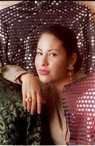 Selena, La Reina del Tex-Mex | Pandora's Caja, Cafe Con ...  Selena