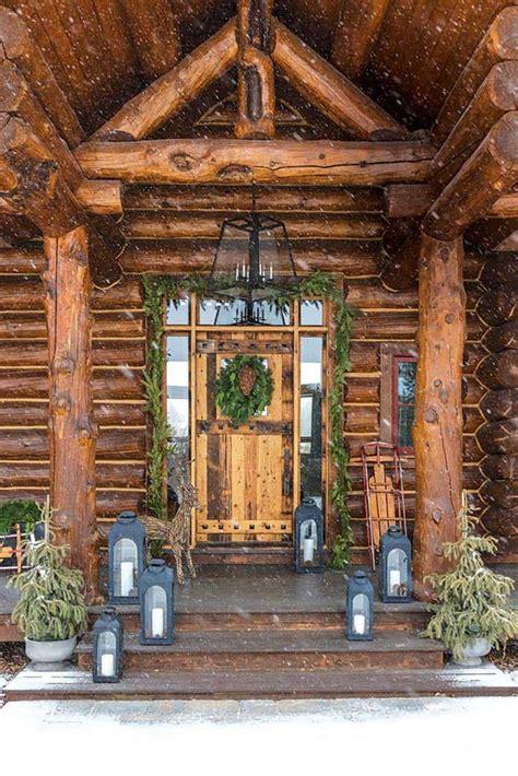 wyoming log cabin  beautifully decked    holidays
