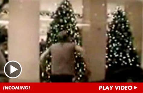 kiefer sutherland christmas tree video is greatest gift