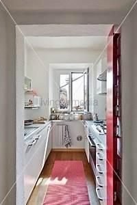 Kleine Schmale Küche Einrichten : blick durch offenen durchgang in schmale moderne k che k che pinterest moderne k che ~ Sanjose-hotels-ca.com Haus und Dekorationen