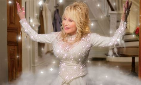 Dolly Parton's Holiday Special 'A Holly Dolly Christmas ...