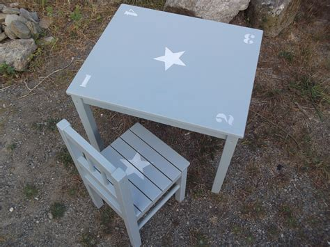 table chaise enfants ensemble table d 39 enfant et chaise en bois patine bleu gris