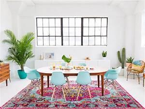 10 idees pour colorer votre deco joli place With tapis kilim avec comment recouvrir un canapé avec un plaid