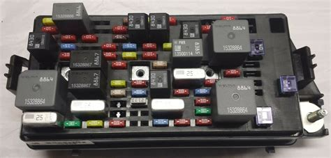 Buick Lucerne Fuse Box by New Oem Gm Fuse Block Fits 2008 2011 Cadillac Dts 13599109