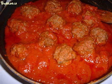 boulettes de viande sauce tomate cuisine italienne boulettes épicées de boeuf à la sauce tomate accompagnées