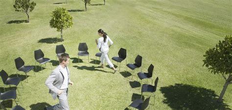 jeu des chaises musicales mariage jeu des 12 mois un classique des c 233 r 233 monies de mariage