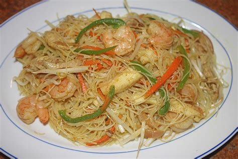 rice noodles the grub files cooking with camissonia singapore style curry rice stick noodles