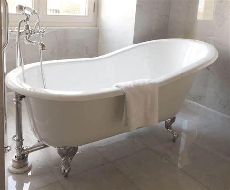 porcelain bathtub   beauty   bathroom