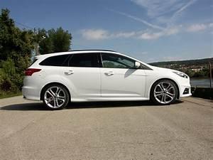 Ford Focus St Line Occasion : comparatif ford focus st sw vs peugeot 308 gt sw crise de la quarantaine ~ Medecine-chirurgie-esthetiques.com Avis de Voitures