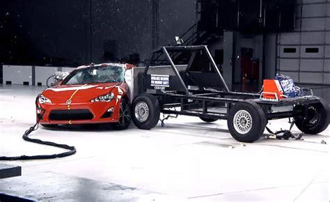 crash test si鑒e auto iihs side impact crash tests explained autoguide com