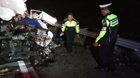breaking news kecelakaan maut  tol madiun nganjuk