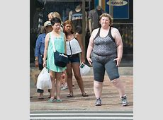 These Candid Photos Reveal Public Reactions To A Fat Woman
