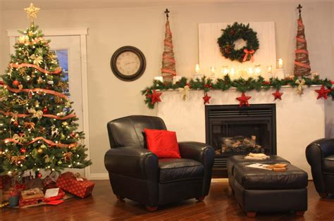 Christmas Decorations Ideas For Living Room Or By Cozy Cottage Kitchens Kitchen Yellow 90's Makeover Images Galley Rustic Chic Urban Soup Menu Remodel Before After Style Designs