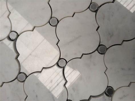 white carrara arabesque water jet mosaic tile view