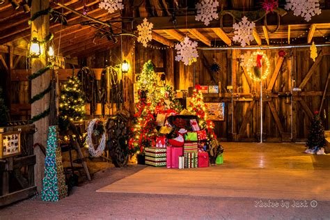 Old Fashioned Christmas In The Barn Holiday Boutique