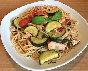 Lachs Mit Gemüse : spaghetti mit gem se und gebratenem lachs von helfer55po ~ Orissabook.com Haus und Dekorationen
