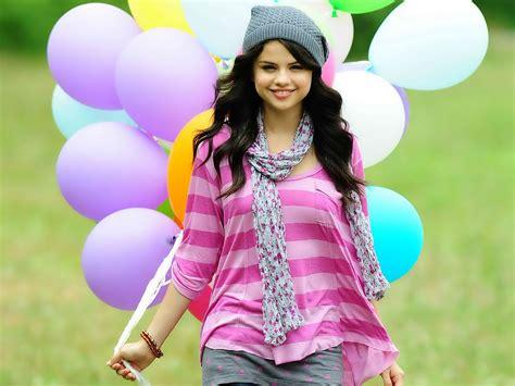 Selena Gomez Biography & Photos 2012