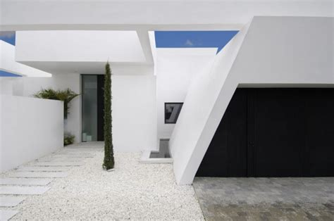 Project Albatross A House Near The By Bgd Architects by Beautiful All White House With Pool