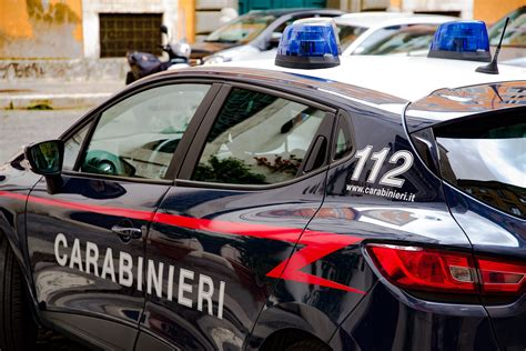 alle porte di napoli auto travolge carabinieri alle porte di napoli 2 morti e