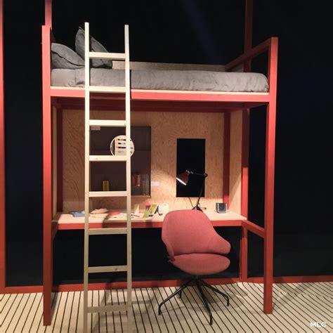 lit à étage avec bureau et le lit mezzanine en version tudiante en couleur a fait