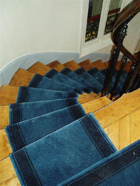passage d escalier moquette tapis de passage pour escalier et couloir valencay