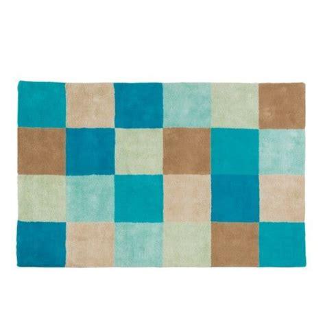 ce tapis damier bleu en coton tr 232 s gai et tonique r 233 chauffe l ambiance d une chambre d enfant