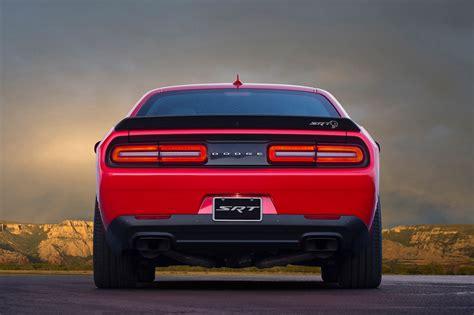 hellcat challenger 2017 2017 dodge challenger srt hellcat rear view motor trend