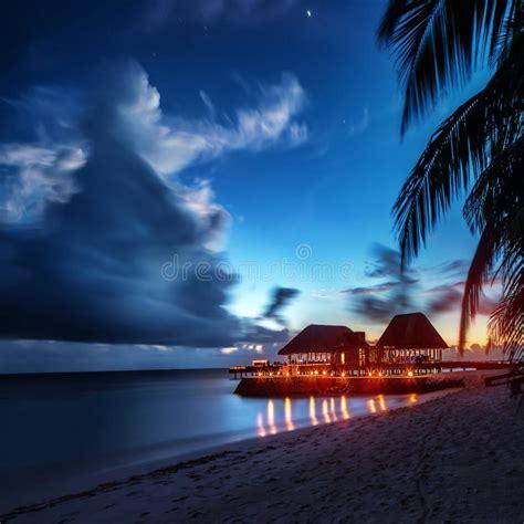 spiaggia di paradiso alla notte fotografia stock