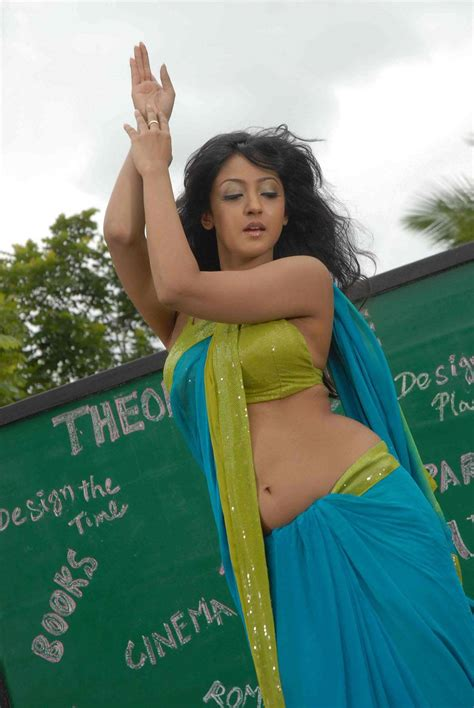 hot pics kannada actress aindrita ray  green saree
