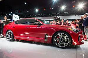 Auto Expo : the kia stinger is a sports sedan that sizzles in a sea of practical production cars the verge ~ Gottalentnigeria.com Avis de Voitures