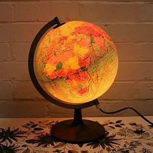 Globus Als Lampe : beleuchteter globus das licht der kenntnis ~ Markanthonyermac.com Haus und Dekorationen