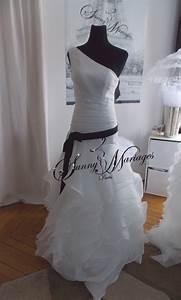 Robe De Mariée Noire : robe de mariee ceinture noire originale et pas cher ~ Dallasstarsshop.com Idées de Décoration