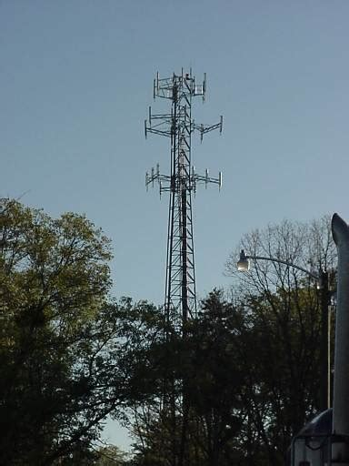 cell phone towers cell phone tower pictures howstuffworks