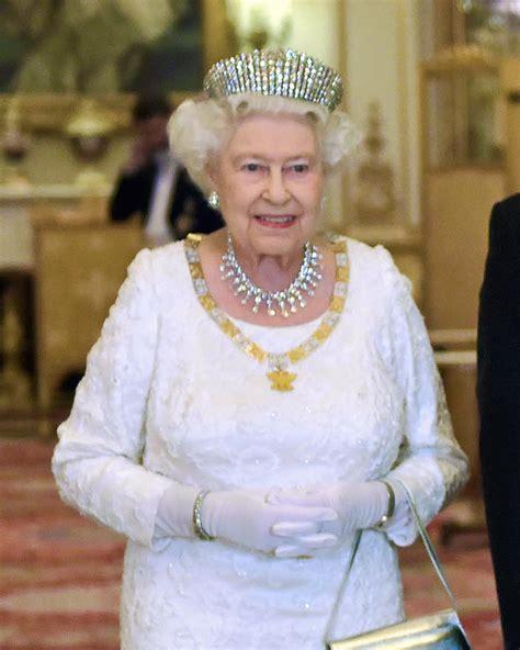 silver chandelier elizabeth ii 39 s jewels