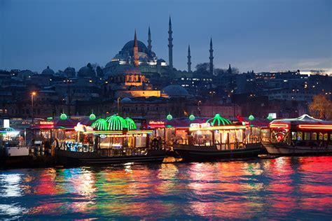 istanbul tra moschee mercati  palazzi turista web