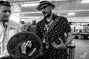 24 Heures Du Mans 2015 : 24 heures du mans 2015 le tone soupesant un l ger disque de frein mon chat aime la photo ~ Maxctalentgroup.com Avis de Voitures