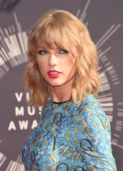Taylor Swift fala sobre solteirice e admite: