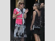 Sarah Jessica Parker catches up with Anna Wintour as it