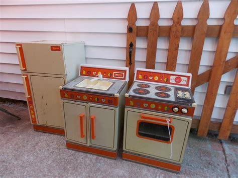 VTG Wolverine Metal Litho Rite Hite Refrigerator, Stove