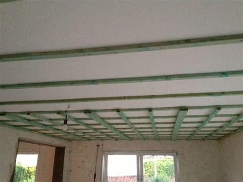 gipskartonplatten decke unterkonstruktion kleiner helfer zum abh 228 ngen der zimmerdecke operation eigenheim