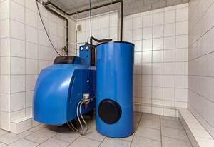 Heizungsraum Belüftung Vorschriften : heizungskeller in der ansicht mit einer ltherme und einem warmwasserspeicher ~ Eleganceandgraceweddings.com Haus und Dekorationen