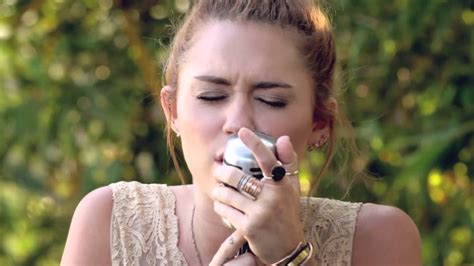 "Miley Cyrus  The Backyard Sessions  ""jolene"" Youtube"