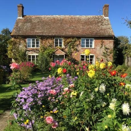 The Artless Charm Of A True Cottage Garden Paperblog
