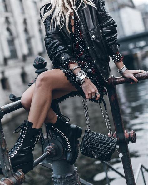 style rock femme un look rock chic et f 233 minin en 3 pi 232 ces essentielles