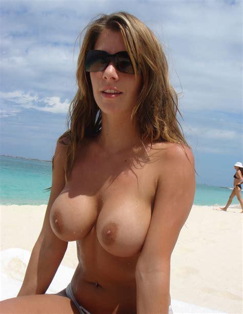 Beach MILF Tits : milf