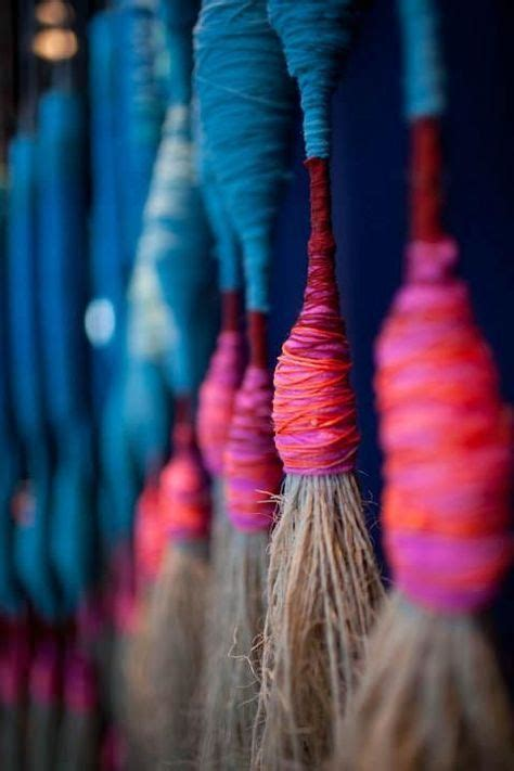blue and pink tassels embarrilado tissage broderie textiles