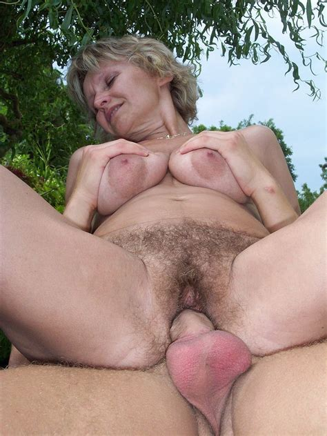 Busty Mature Lady Fucked Her Hairy Cunt Outdoor Pichunter